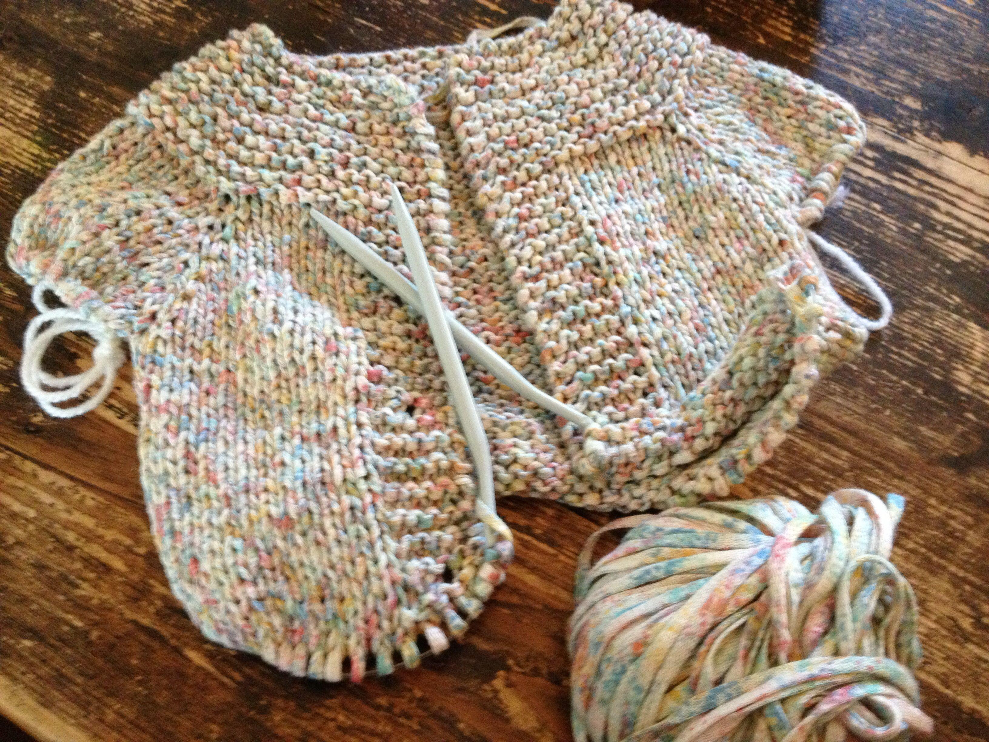 Knitting a babyvest
