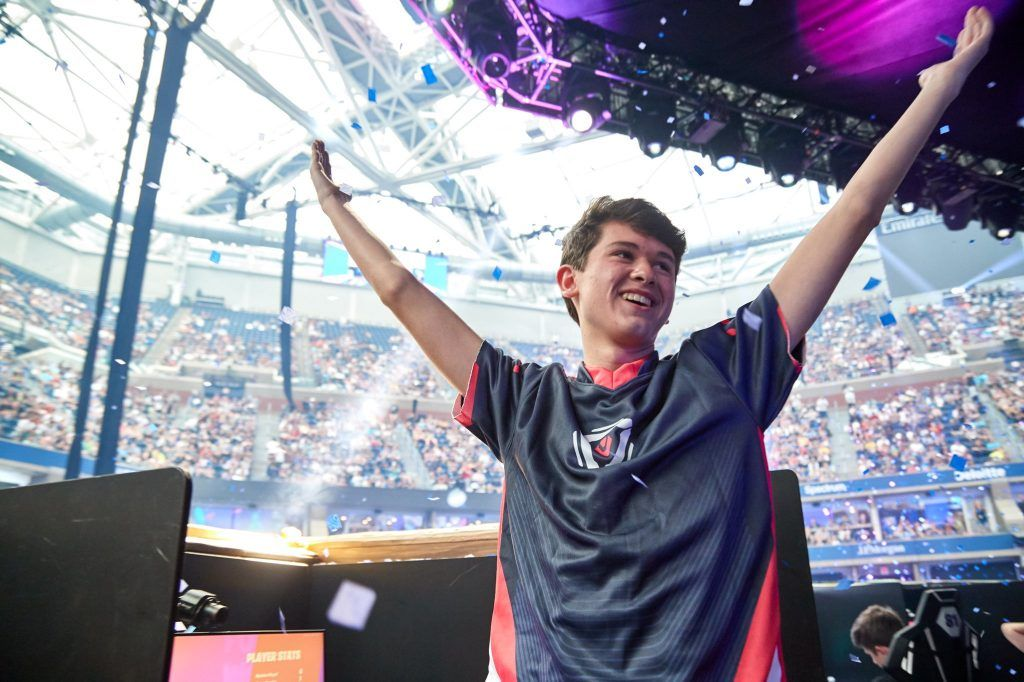Fortnite World Cup Winner Bugha Clutches Insane 1v3 With Intense Finish Young World Champion Kyle Bugha Giers World Cup Winners World Cup World Cup Champions