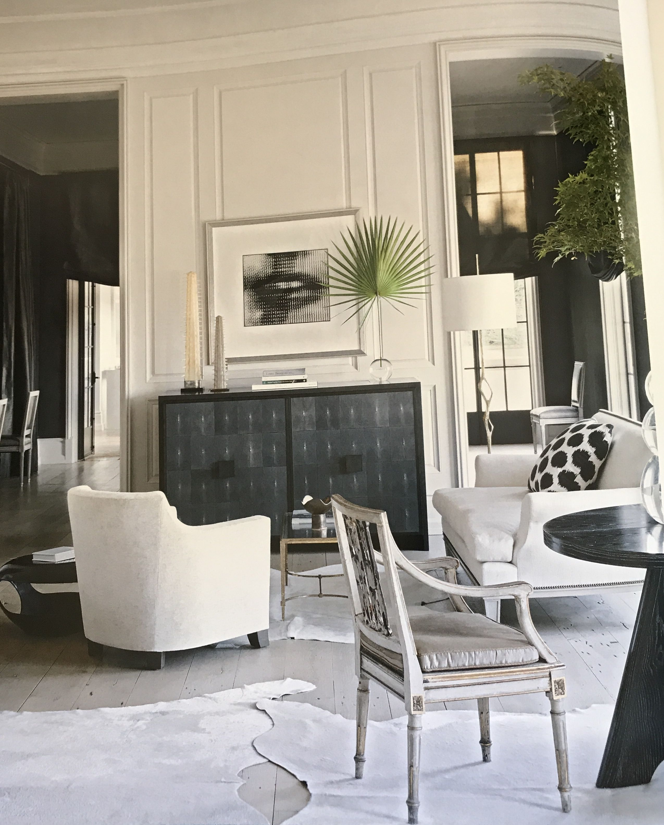Living Room Concept: Light Floors, Dark Contrasting
