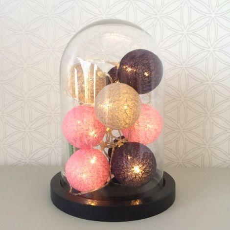 guirlande lumineuse boules roses sous cloche en verre globe en verre la d co sous cloche. Black Bedroom Furniture Sets. Home Design Ideas