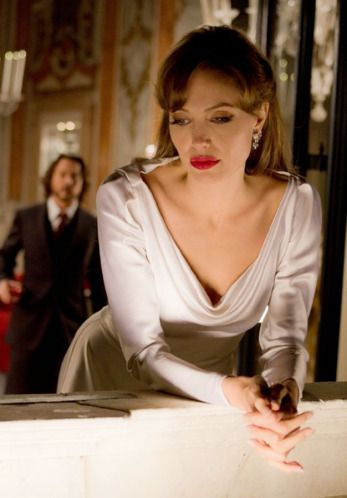 Movie Review The Tourist Angelina Jolie Dress The Tourist
