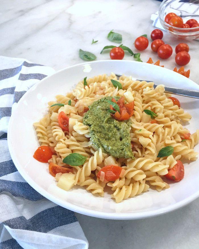 Fusili con provolone, tomate y pesto verde Barilla