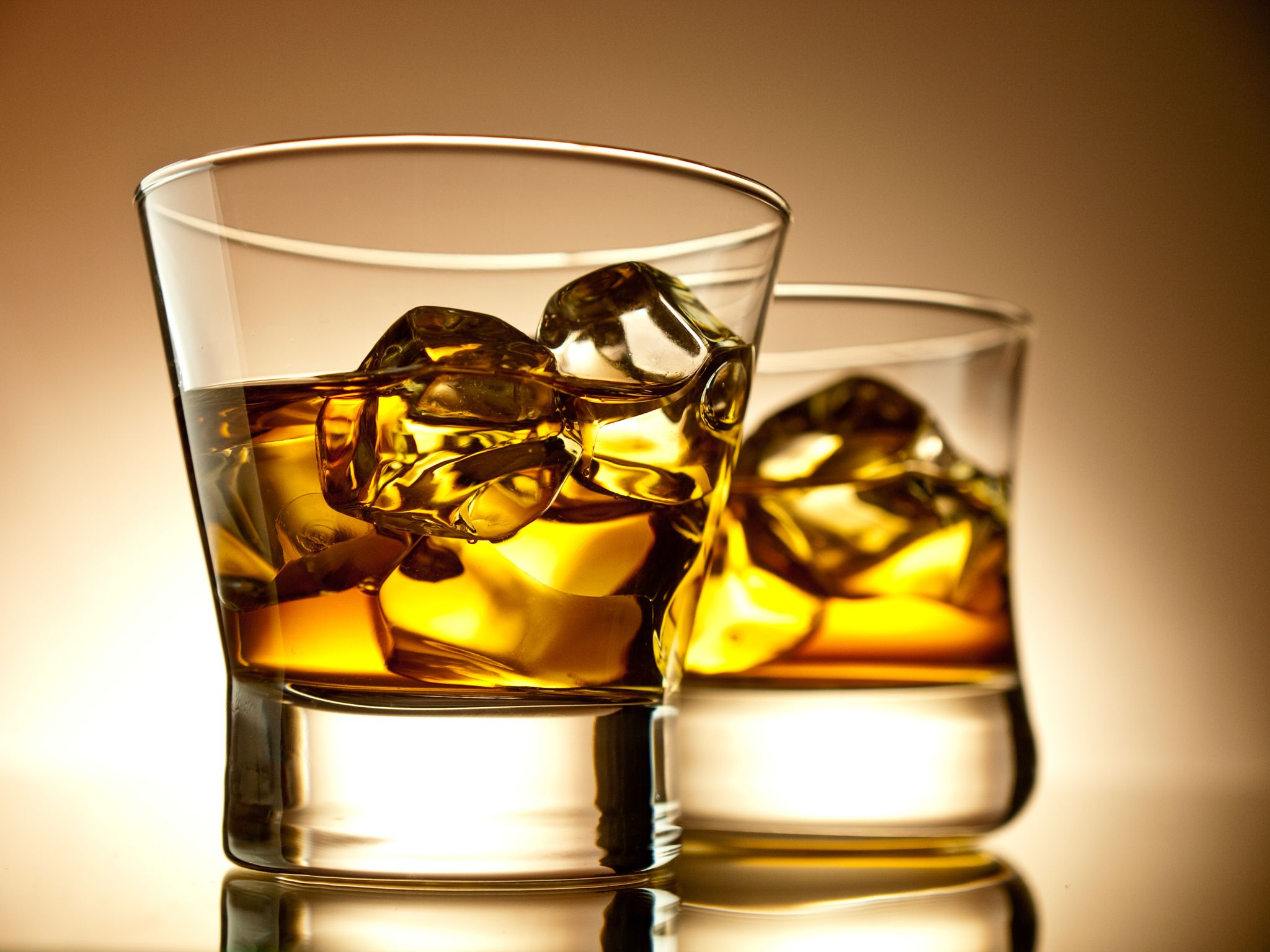 Two glasses of whisky by Alexey Lysenko on 500px