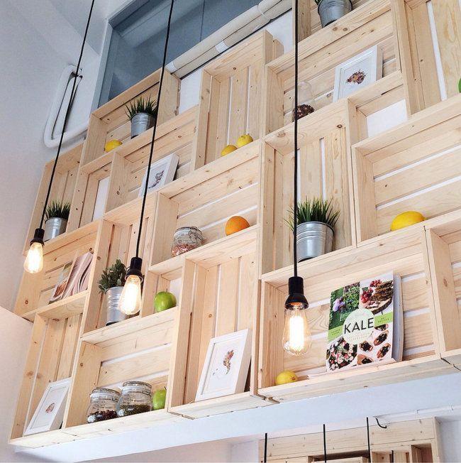 estanteras con cajas de madera recicladas una manera original y divertida de decorar nuestras paredes - Decorar Paredes Con Madera