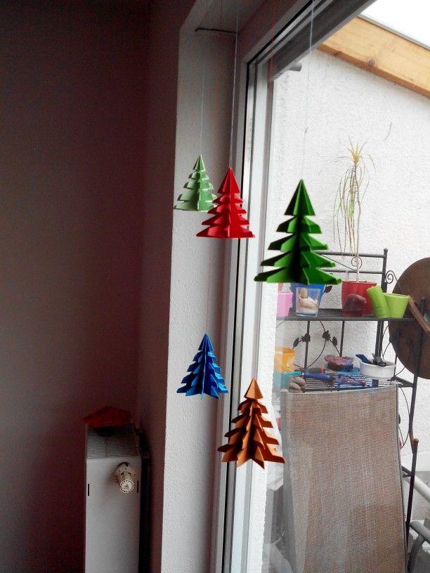 weihnachtsdeko deko fenster weihnachten papier basteln eigenes weihnachtsdeko basteln. Black Bedroom Furniture Sets. Home Design Ideas