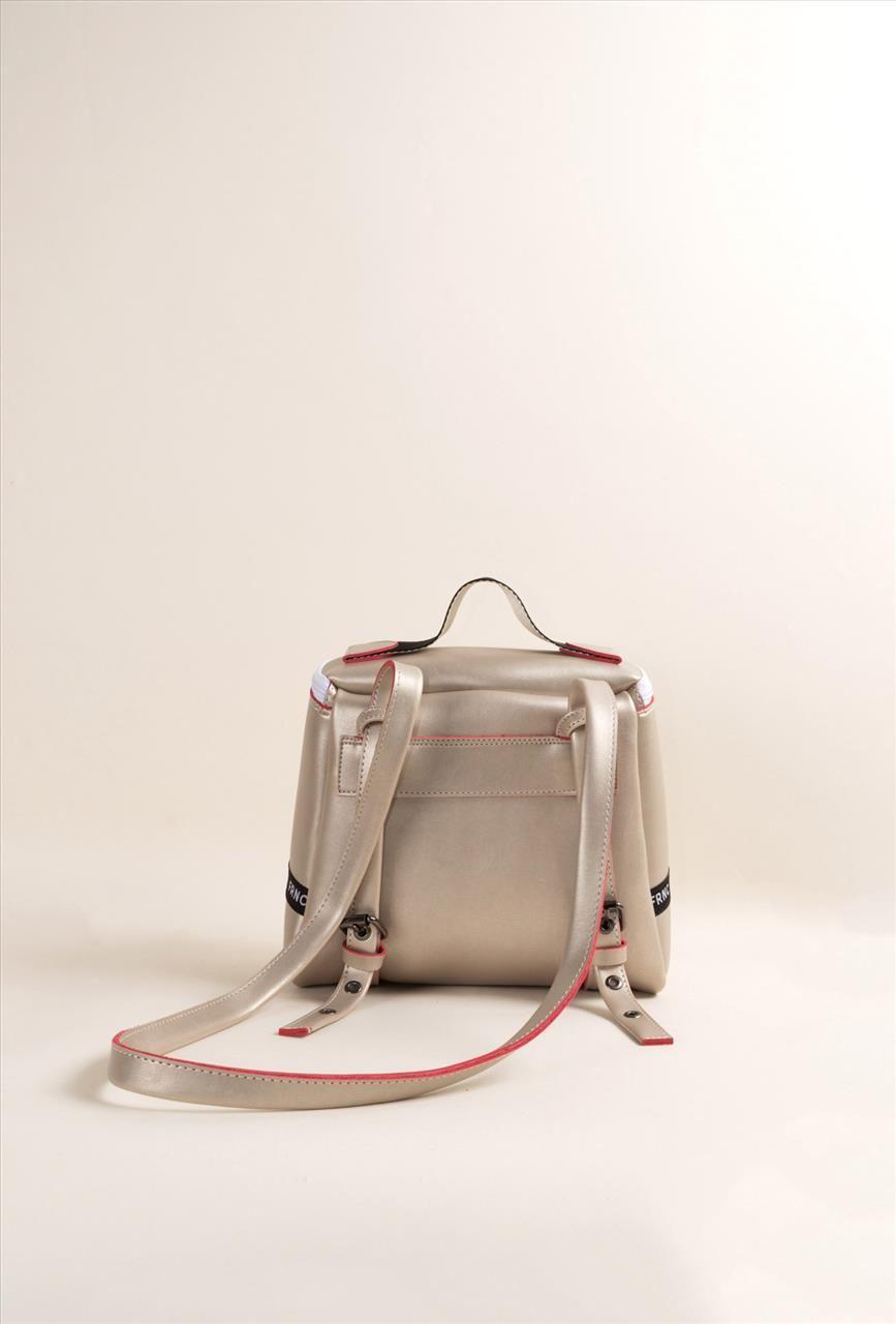 04aadfb1c8a Γυναικεία τσάντα backpack της εταιρείας FRNC. Διαθέτει μια μεγάλη εσωτερική  θήκη και άλλες δύο μικρότερες