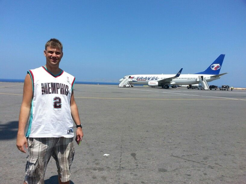 Even in de zon op een vliegtuigje wachten.