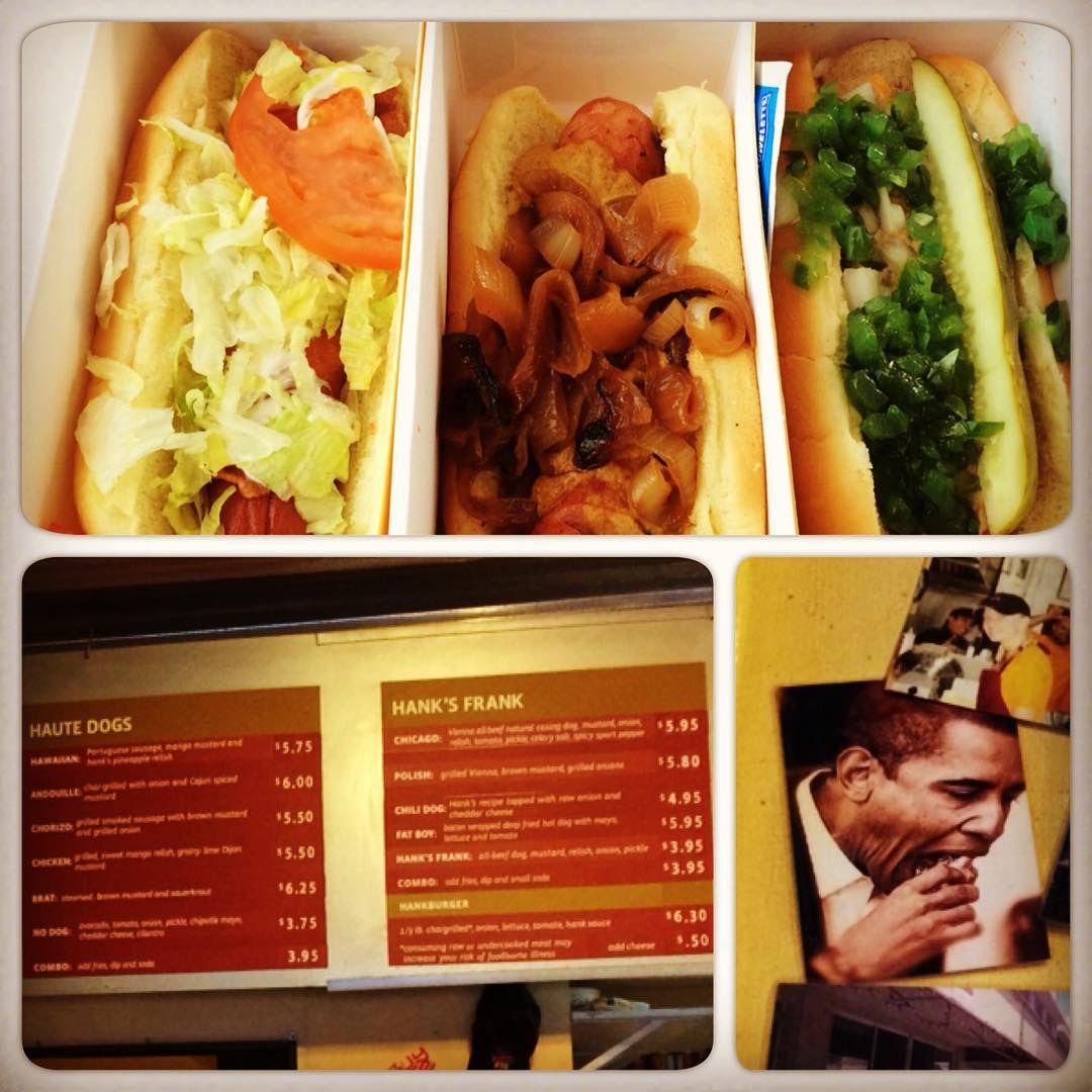 """Já que hoje é o #NationalJunkFoodDay vou falar do #cachorroquente mais babado do Hawaii. No mural deles tem até foto do Obama comendo um #hotdog. Lembrando que o Presidente é havaiano e sempre passa férias aqui. O """"haute dog"""" aqui é um cachorro quente mais requintado. O lugar é super famoso, mas sinceramente não achei tão gostoso como a mídia diz. Agora vou pesquisar se existe o National IPA Beer Day.  #vidalafora #morarfora #hawaii #dicas #brasileirosnoexterior #dicasdeviagem"""