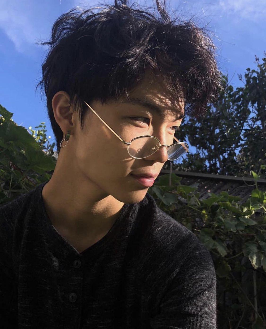 𝙇𝙄𝙈𝙄𝙏   Korean boys hot, Cute asian guys, Asian boys