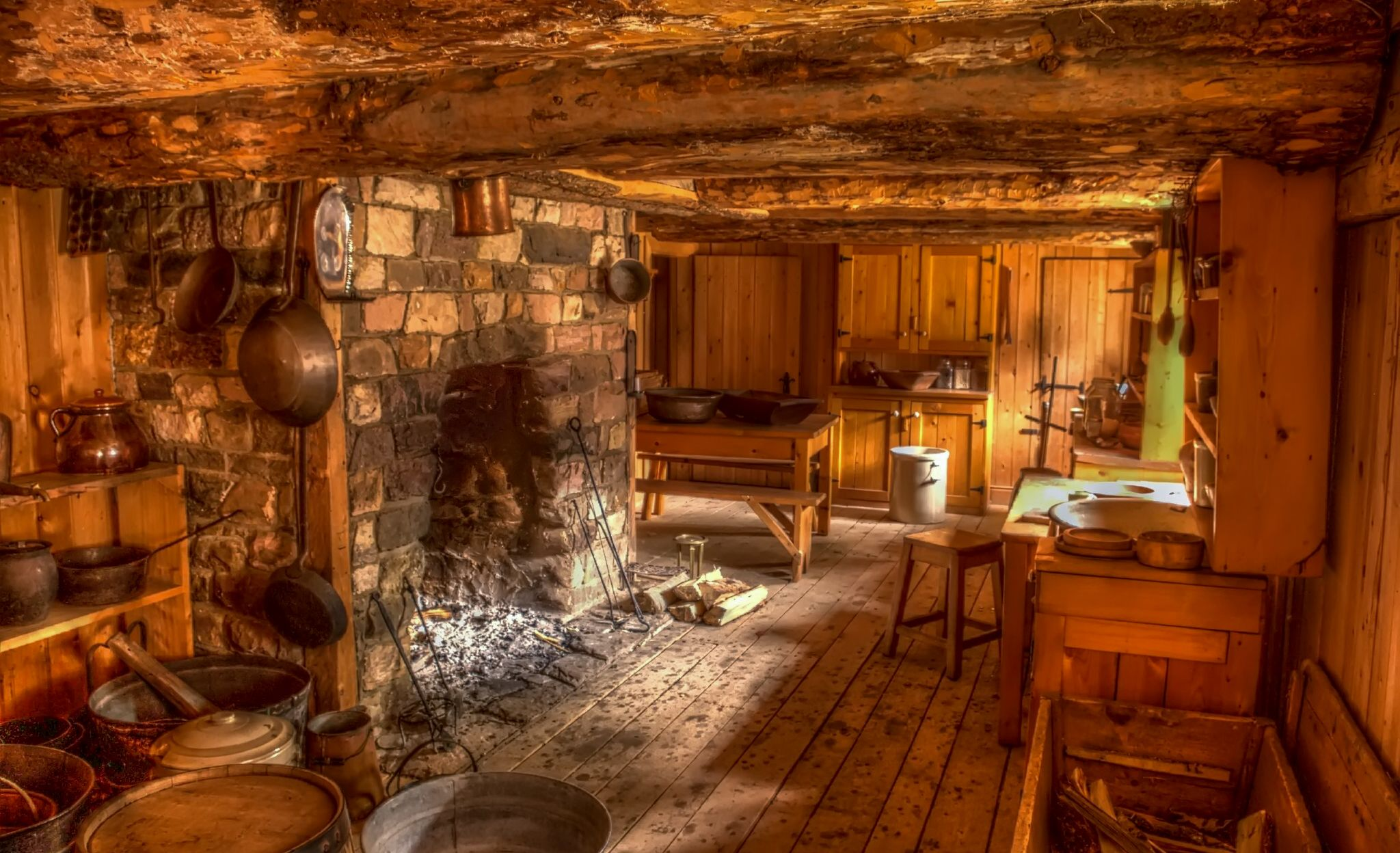 Could it be any OLDER? Now THIS is an open-fireplace in the kitchen ...