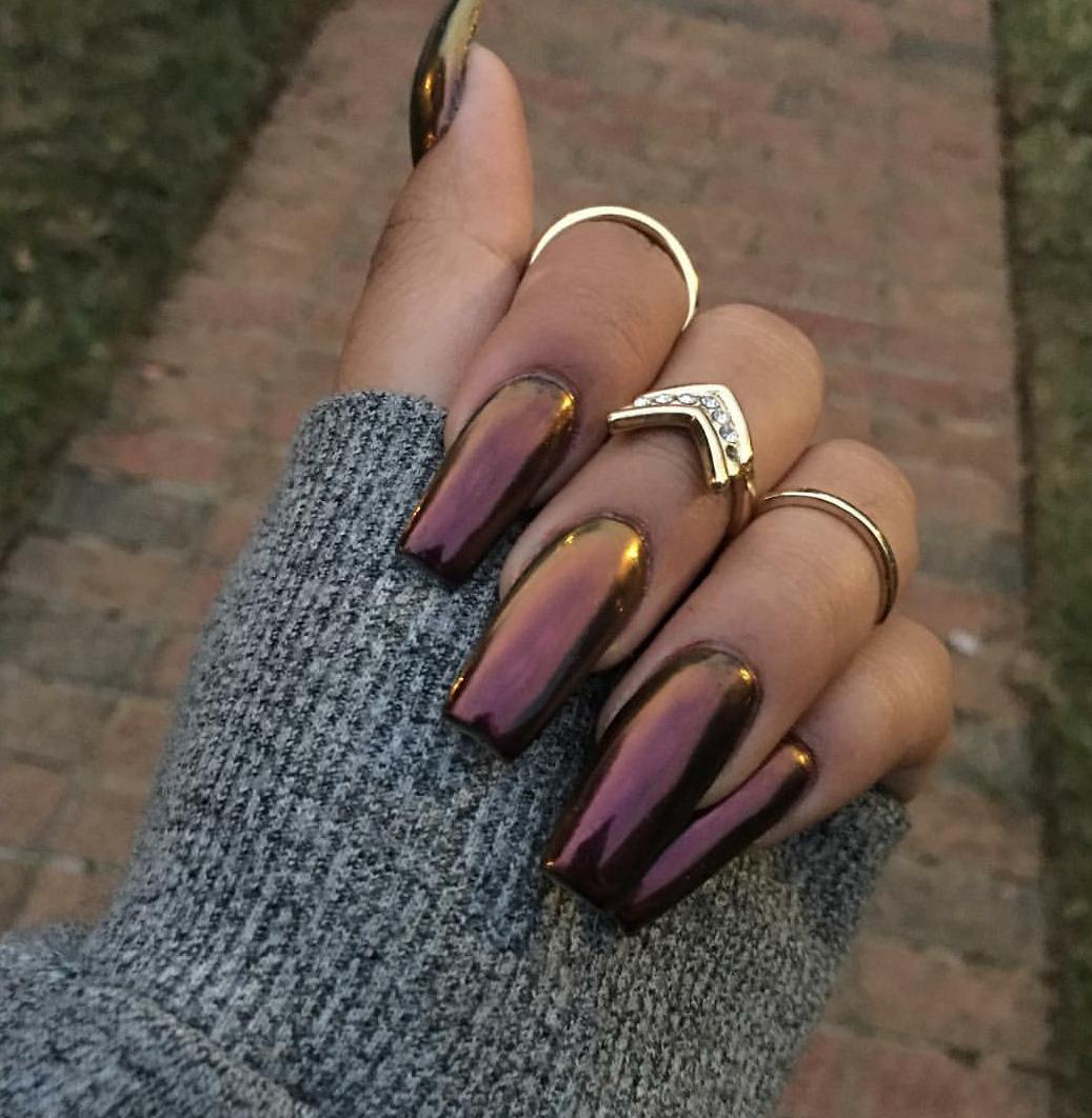 35 Diseños metálicos que le darán a tus uñas mucho brillo