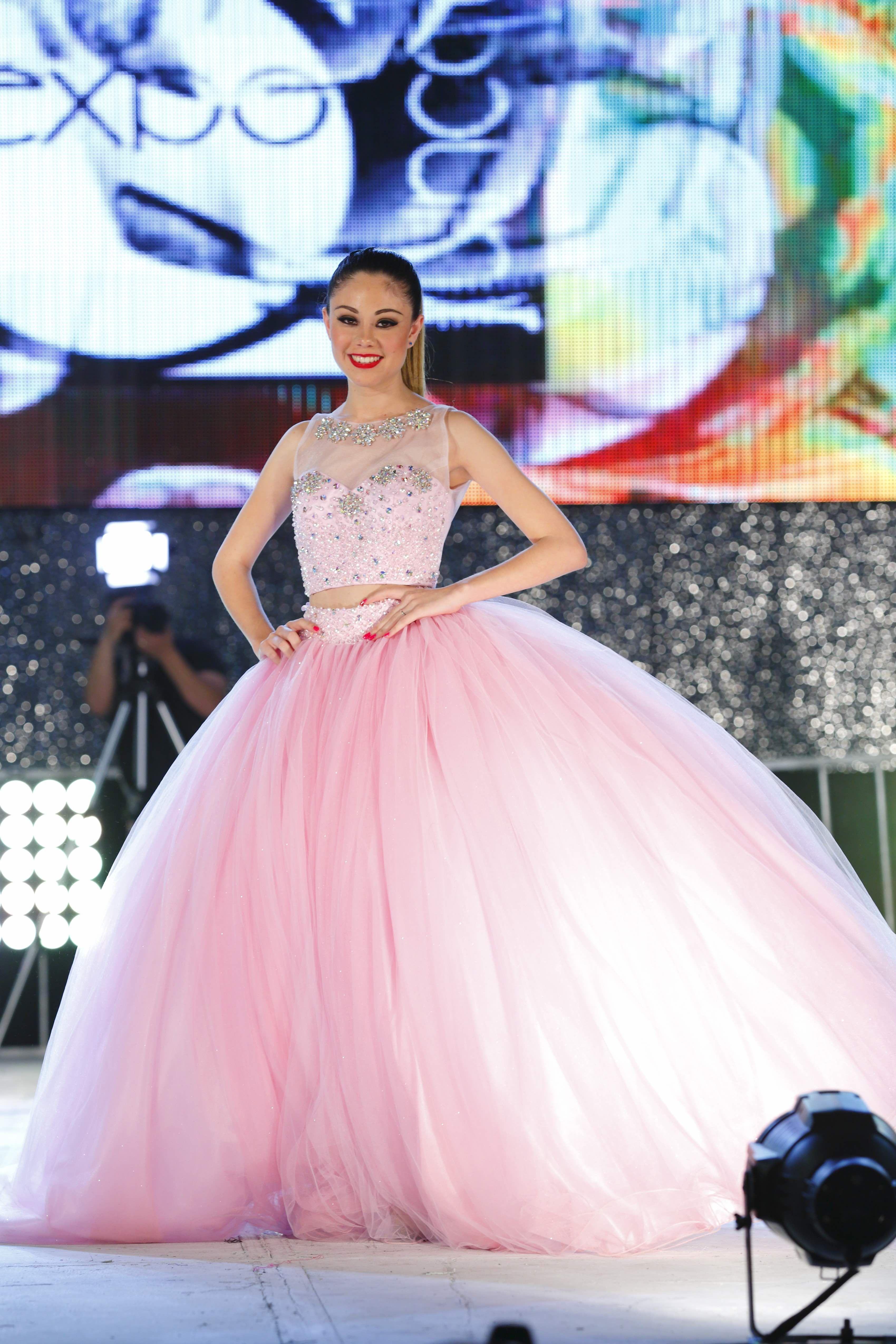 Pasarela de #vestidos de #expoquinceañera en #cintermex #quinceaños ...