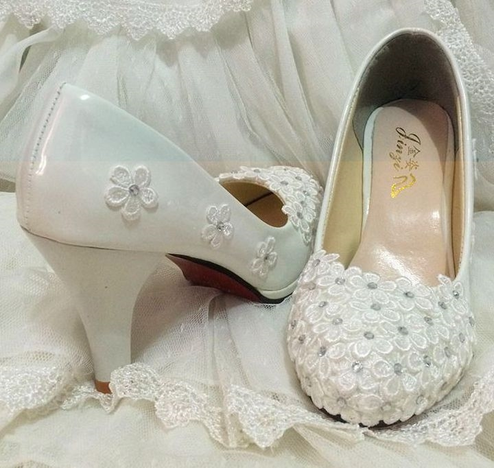 (31.28$)  Buy here  - Plus sizes wedding shoes ivory for woman, lace flowers TG332 rhinestines bridal dance party pumps shoes, ladies ivory bride shoe