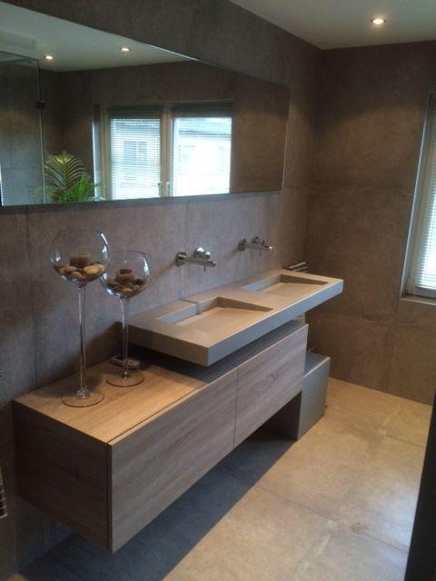 Resultaat badkamer elst mooi strak assenti wastafel van solid surface in beton look en - Mooie moderne badkamer ...