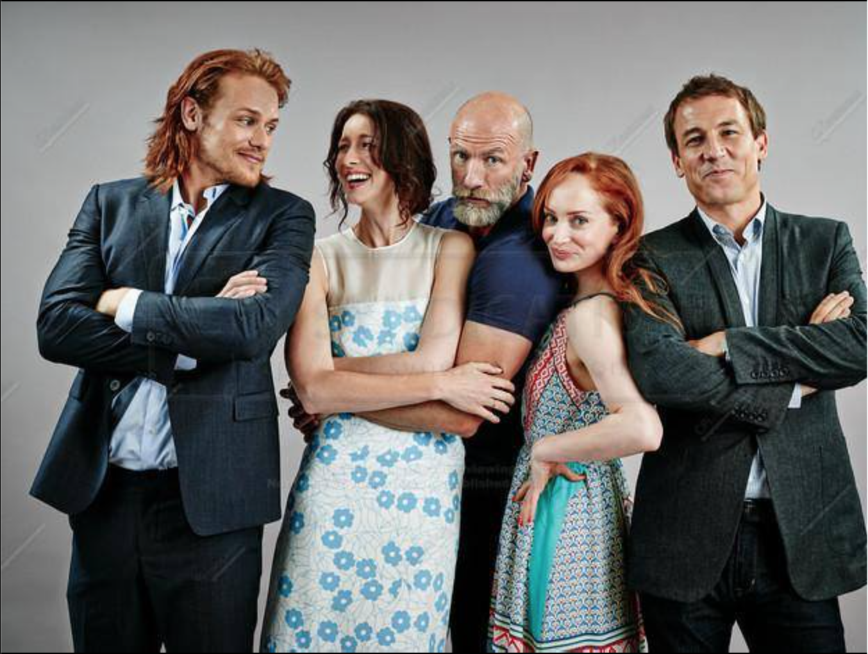 super cute photo of outlander cast from sdcc photo shoot