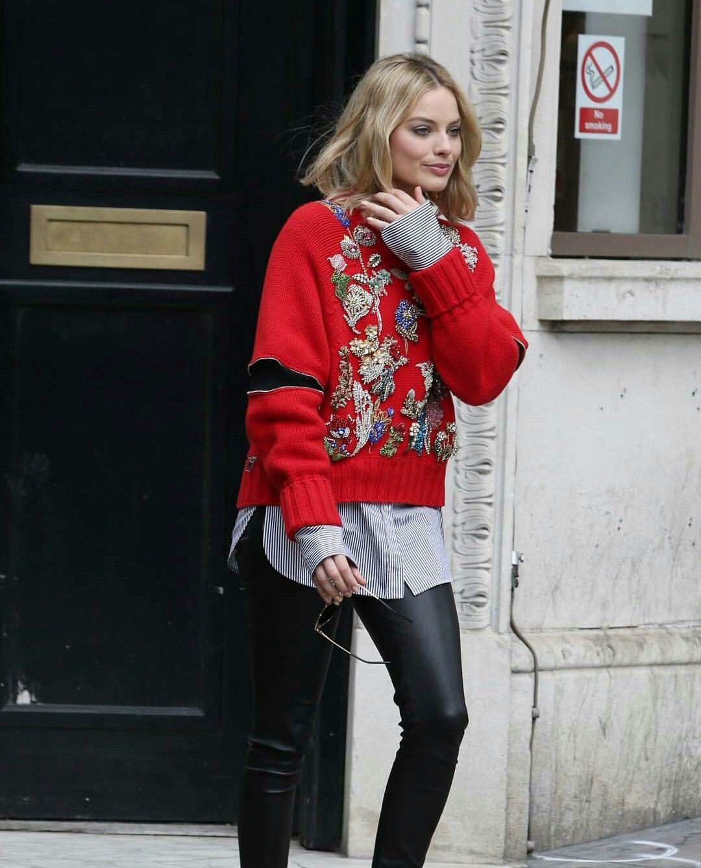 c33d6941df8 Margot Robbie street style Margot Robbie Style