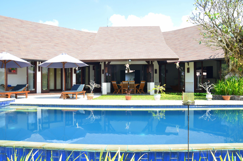 Grand and elegant ubud estate dengan gambar