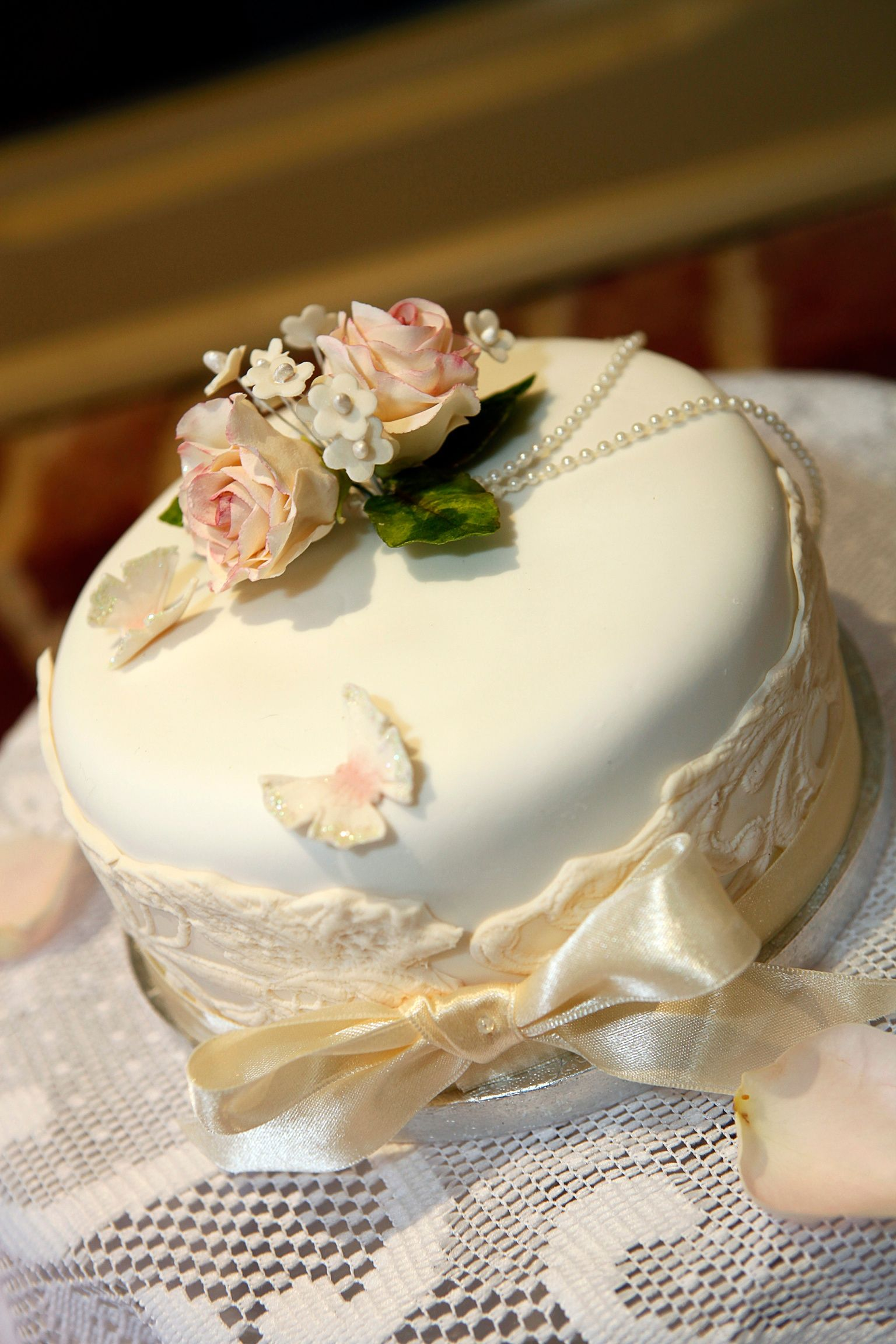 Pin By Romantic Getaways On Shabby Chic Wedding Fancy Wedding Cakes Wedding Cake Favors Wedding Cakes Vintage
