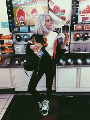 Who's That Vans Girl? Meet fashion student, Alyssa Pangione & learn who inspires her rad style.