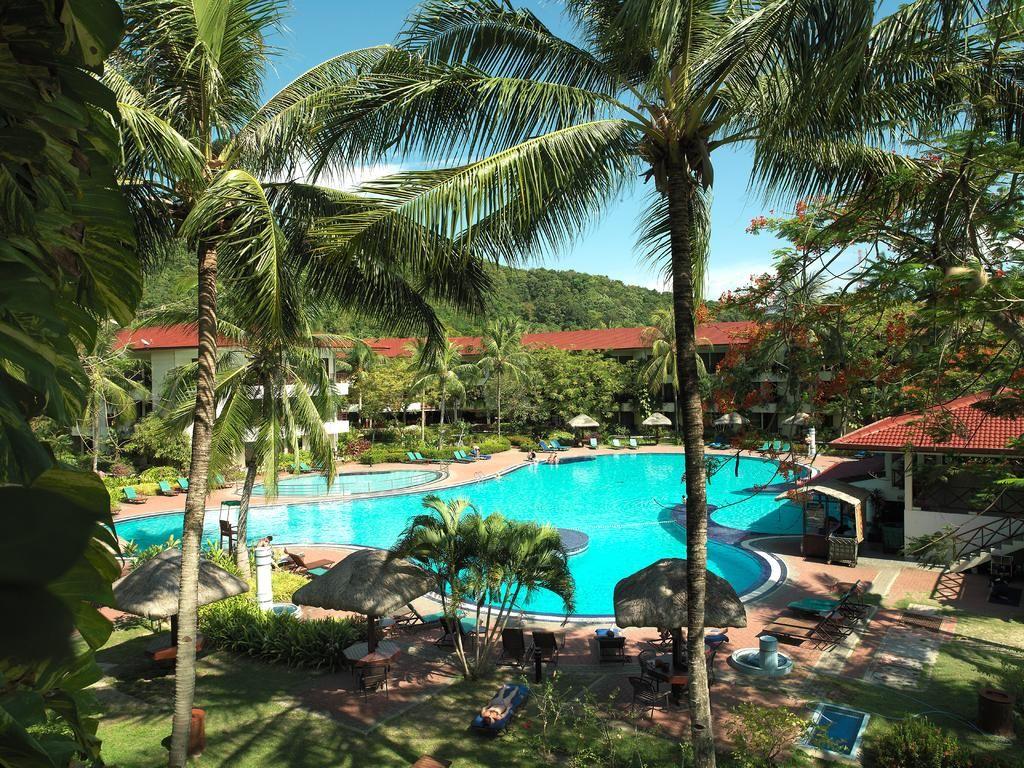 Booking.com: Holiday Villa Beach Resort & Spa Langkawi , Pantai ...