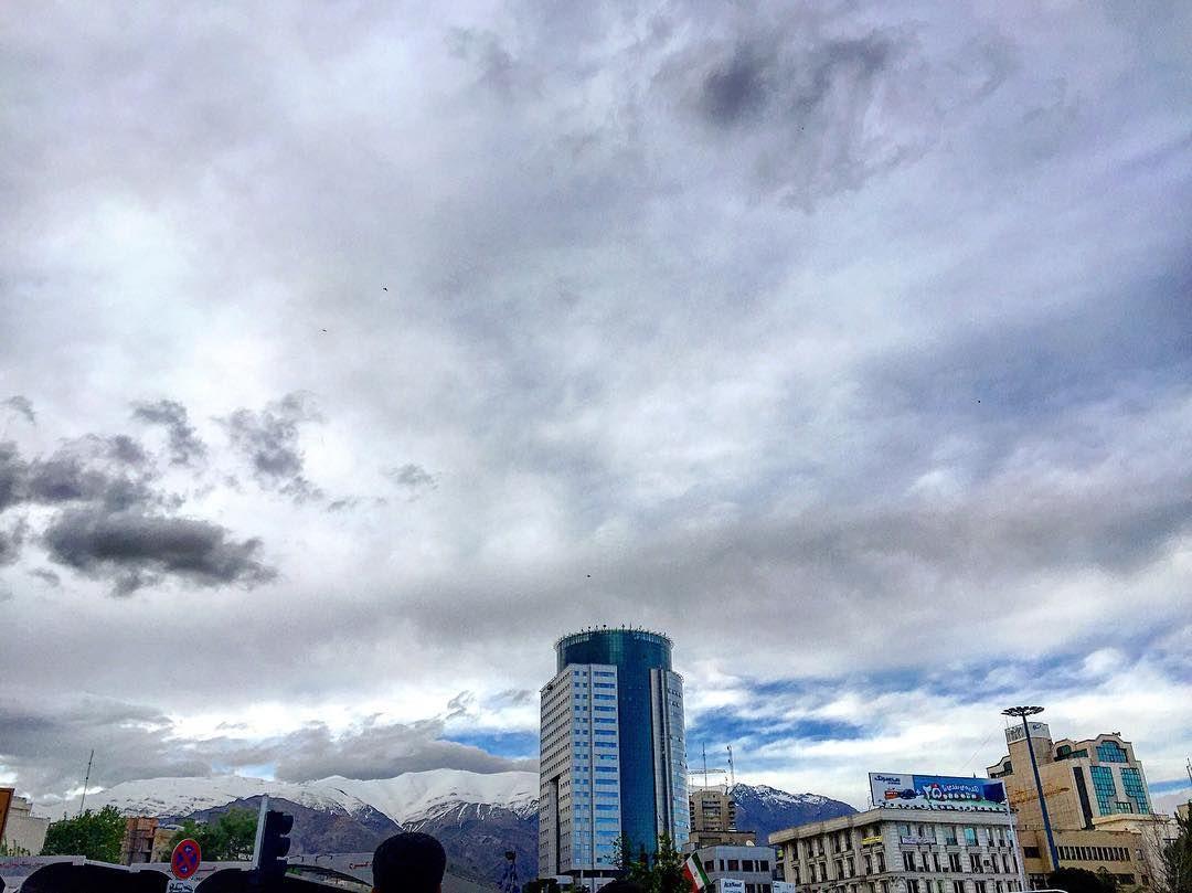 Instagram Photo By Valieasr St Apr 19 2016 At 4 41am Utc Photo Instagram Seattle Skyline