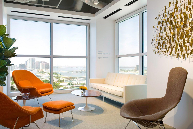 Womb chair living room - Florence Knoll Sofa Bertoia Bird Lounge Saarinen Womb Chairs And Saarinen Coffee Table Modern Living Room