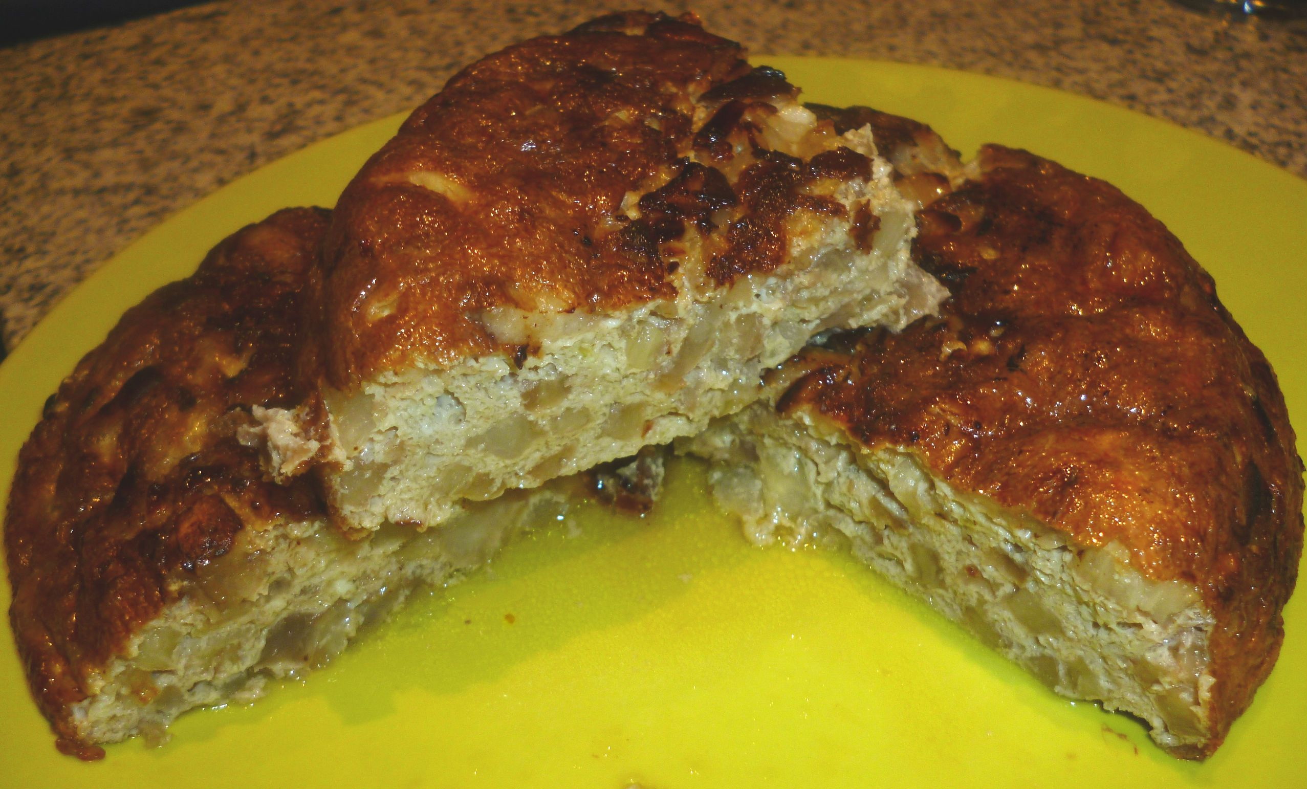 Tortilla de berenjenas que nos envió Mireia Nogué. La receta la encontraréis en nuestra web oficial: http://www.chefplus.es/receta/tortilla-de-berenjenas o en la pág. 118 del recetario oficial.