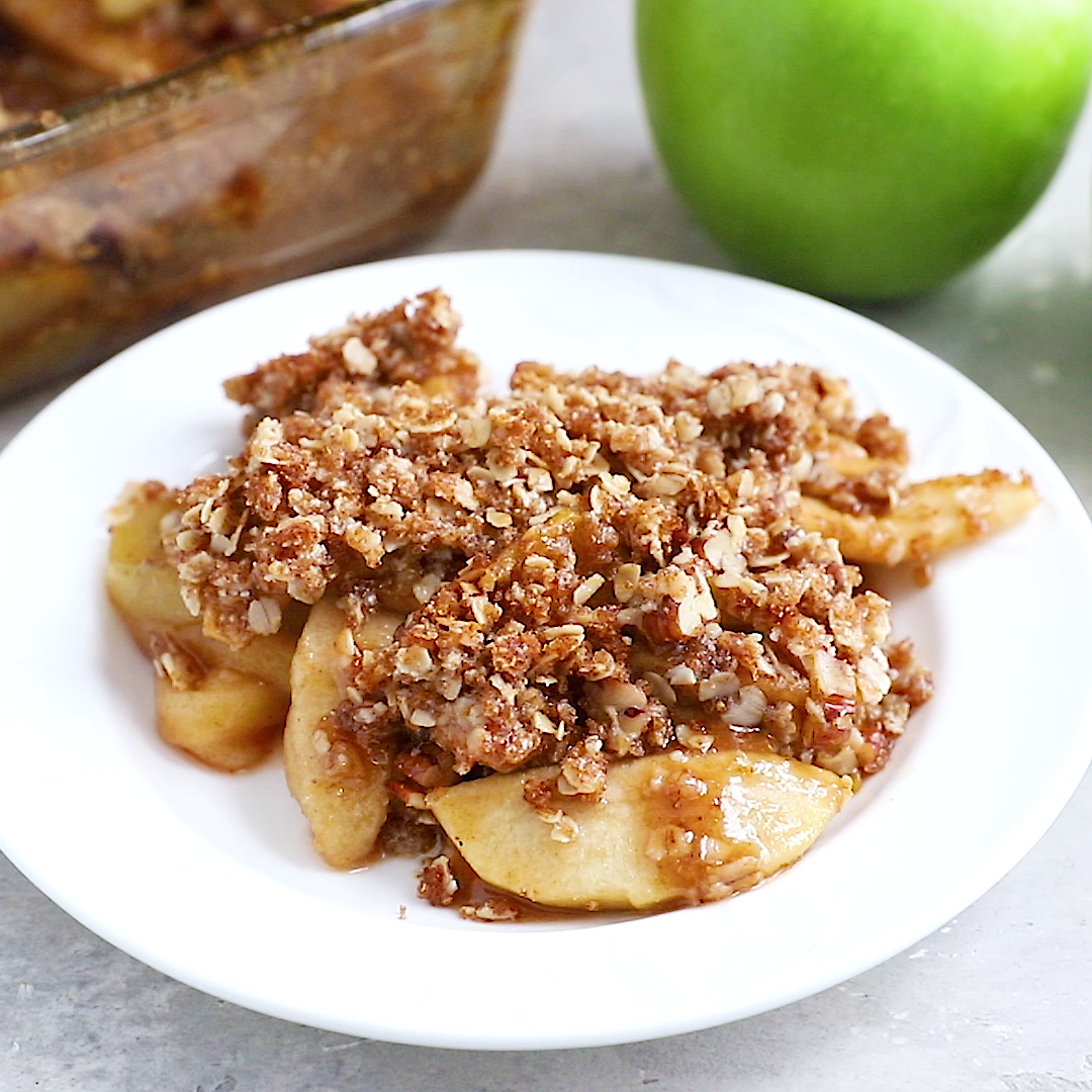 This Delicious And Healthy Apple Crisp Is Super Easy To