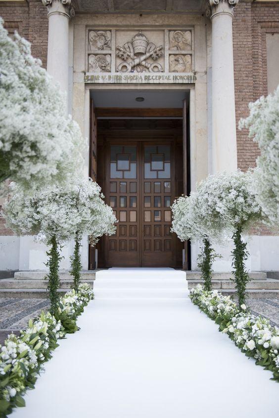 Idee Per Decorare La Chiesa Il Giorno Delle Nozze Addobbi Floreali Matrimonio Matrimonio Pesca Nozze