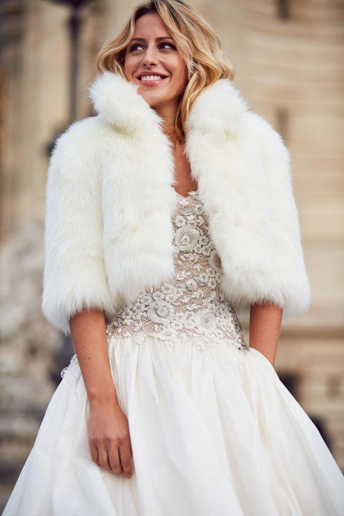 abrigos y boleros de piel en blanco, ideales para las novias de