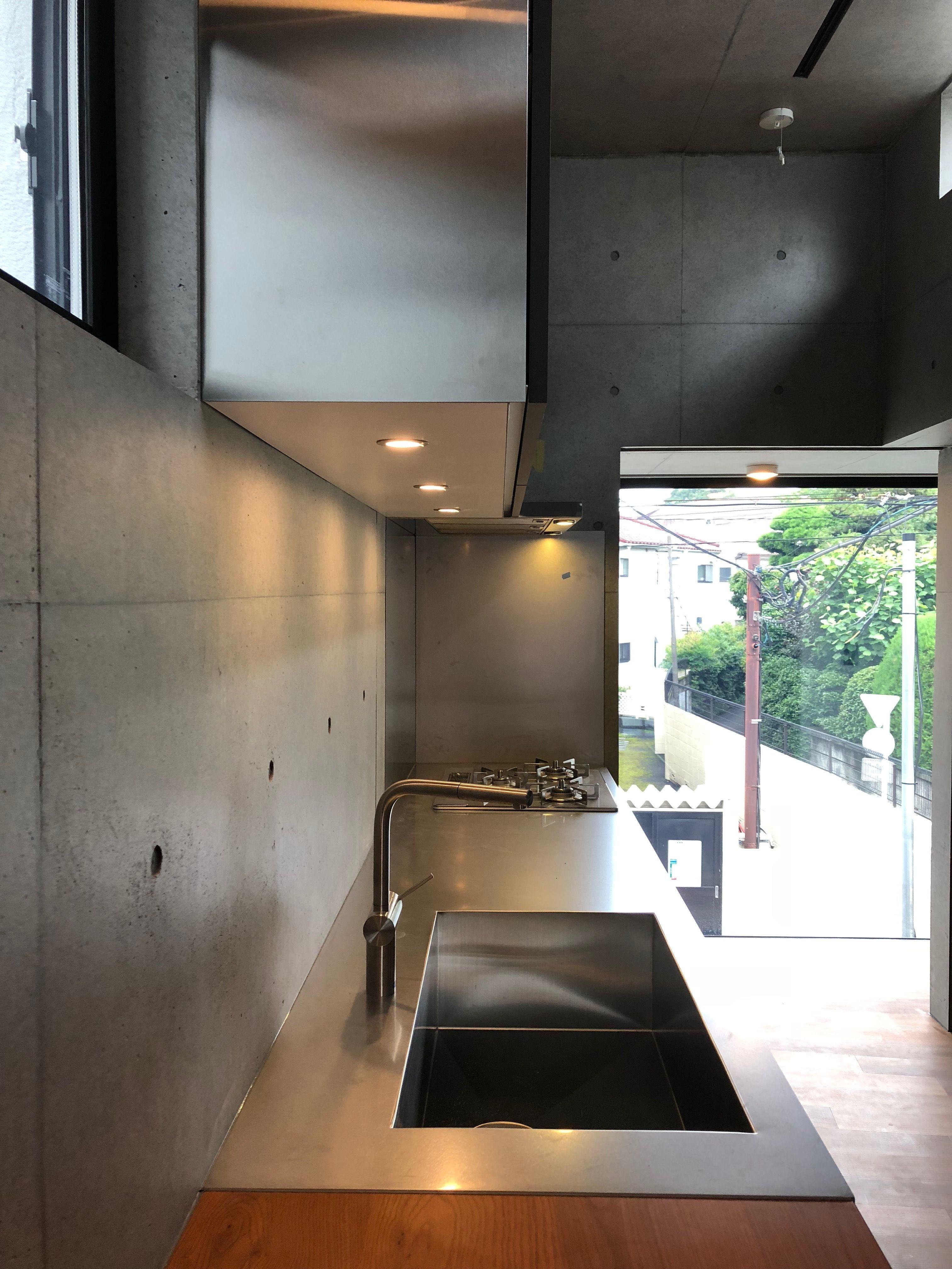 施工事例 壁付けキッチン ステンレス 黒皮鉄 オークのテーブル