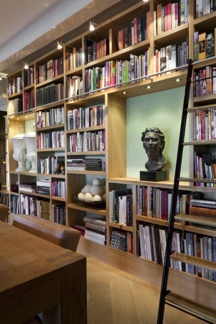eiken boekenkast met trap schuin zijaanzicht interior styling interior decorating home libraries