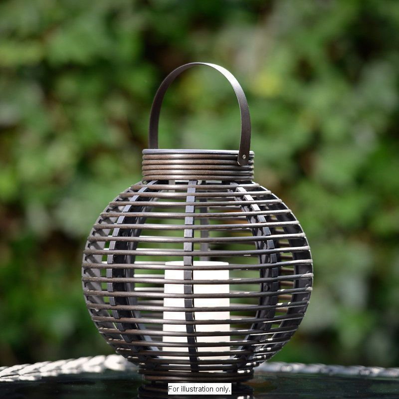Rattan Effectgarden Solar Table Lamp Which Automatically Turns On