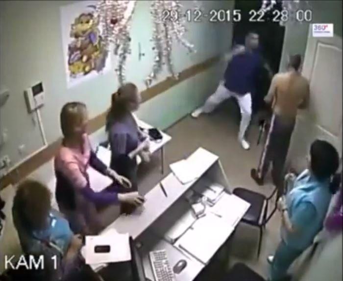 Streit wegen Krankenschwester: Russischer Arzterschlägt Patienten - SPIEGEL ONLINE - Panorama