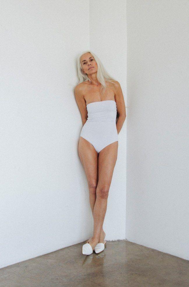 prix attractif magasiner pour le luxe performance fiable A 60 ans, le mannequin Yasmina Rossi pose en maillot de bain ...