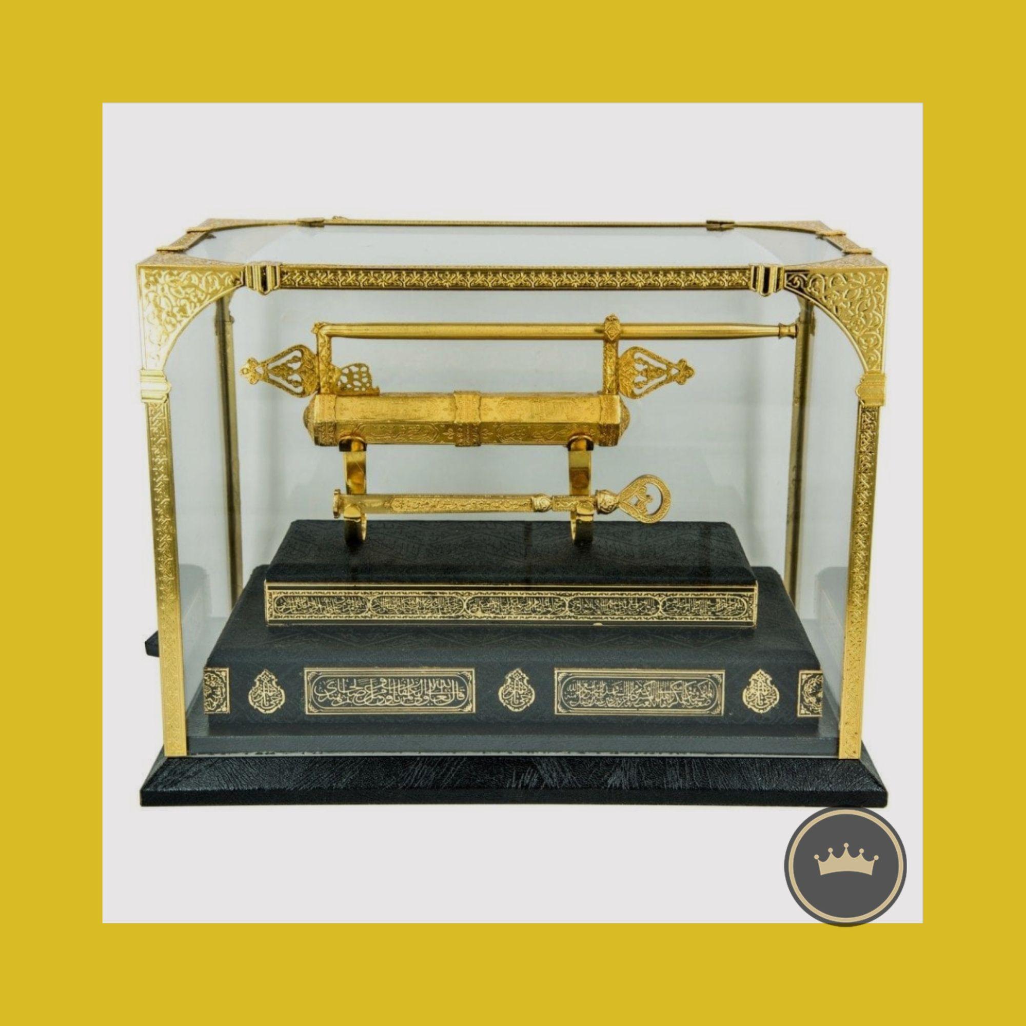 نسخة طبق الأصل من مفتاح وقفل الكعبة الشريفة في عهد السلطان إبراهيم مصنوعة من النحاس الأصفر والأحمر مطلية بطبقة من الذهب ا Acrylic Box Pure Gold Pure Products