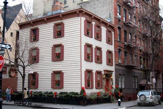 17 Grove Street Greenwich Village Imagine Living Here Right In The Heart Of New York City Greenwich Village Nyc Nyc Christmas Greenwich Village