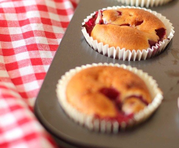 Baking/Leivonta: Lingonberry muffins/ruis-puolukkamuffinit