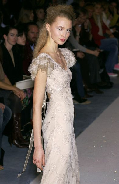 Luisa Beccaria Fall 2005 Runway Pictures - Livingly