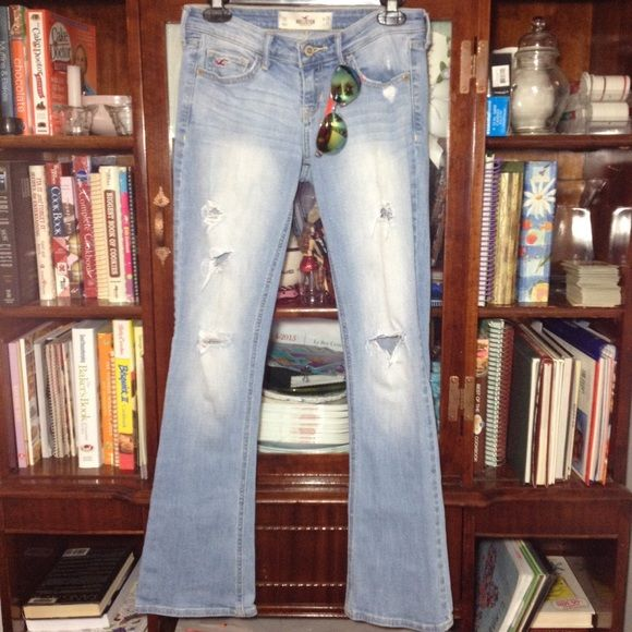 FINAL PRICEHollister distressed skinny bootcut 26 x 31 great condition. ~ Let me know if you have any questions ~  Please ask before buying. SALE IS FINAL / NO RETURN. Comes from a smoke and pet free home. Hollister Pants Boot Cut & Flare