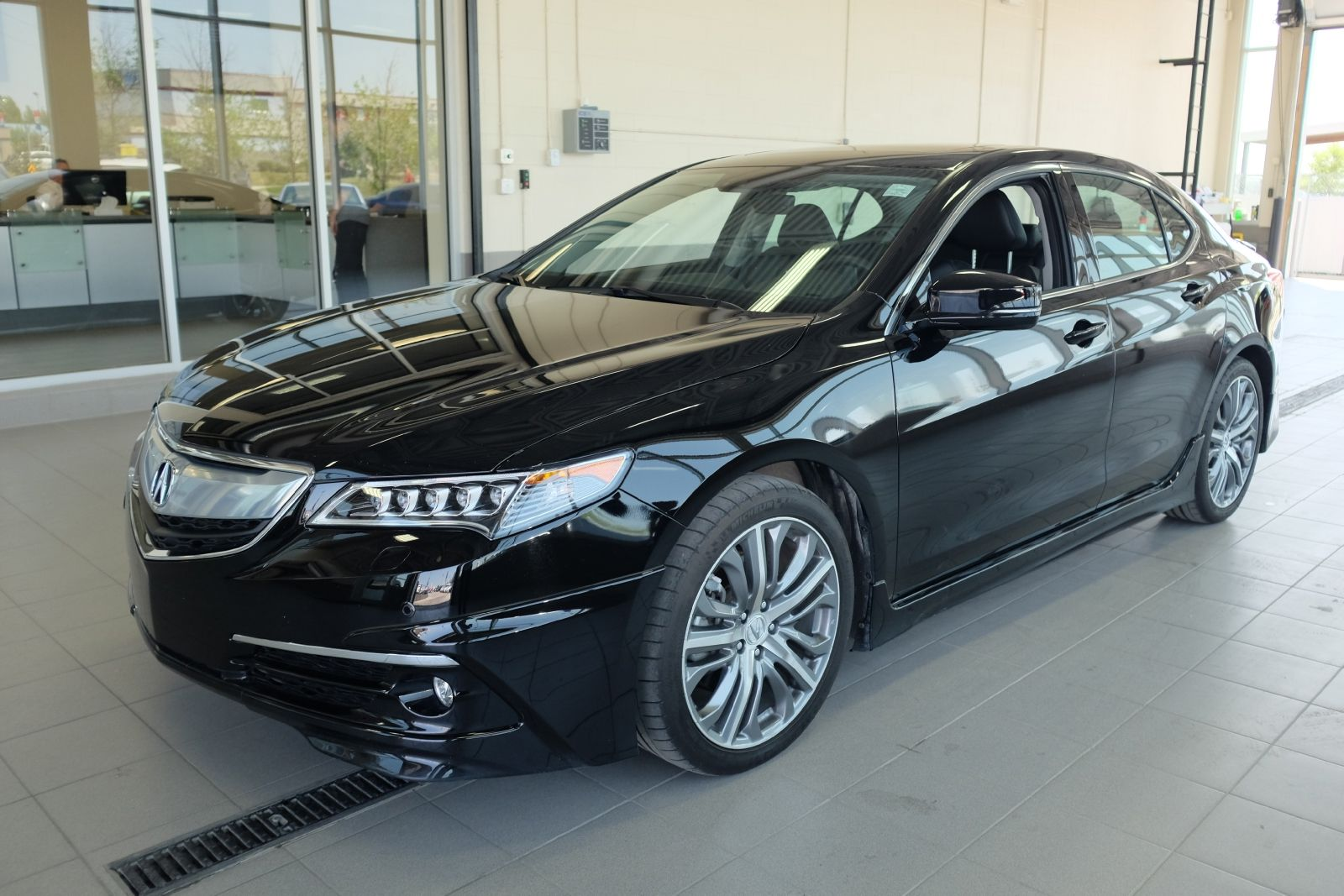 This 2015 acura tlx v6 elite is the perfect way to ride into the new year