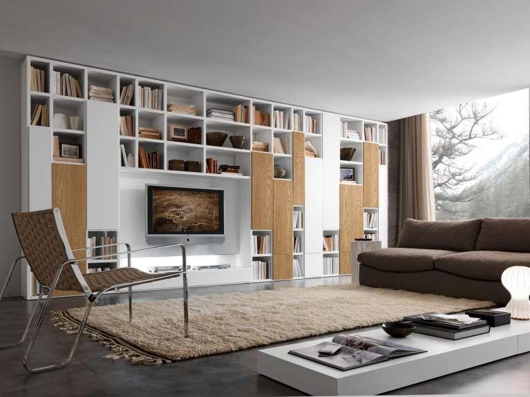 Regole per arredare il salotto - Salotto con grande libreria ...