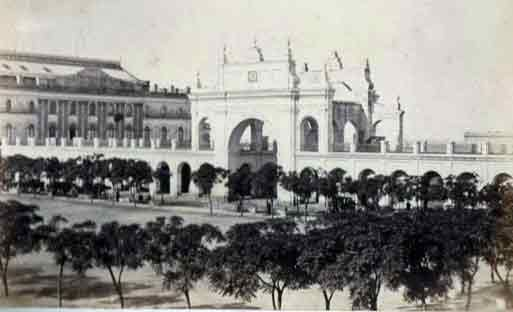 Plaza de Mayo: Recova Vieja  On the left side is visible the old building of the Teatro Colon. Source: Wikipedia; Author: Esteban Gonnet (1830 - 1868)