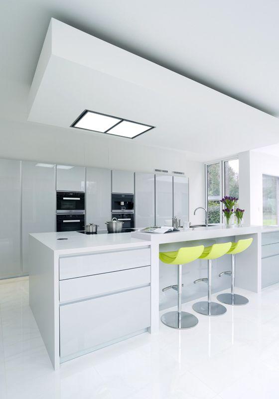 Pedini Dune Metallic Silver Lacquer With Designer White Corian Work Surfaces Miele Steam Com Contemporary Style Kitchen Sleek Kitchen Italian Kitchen Cabinets