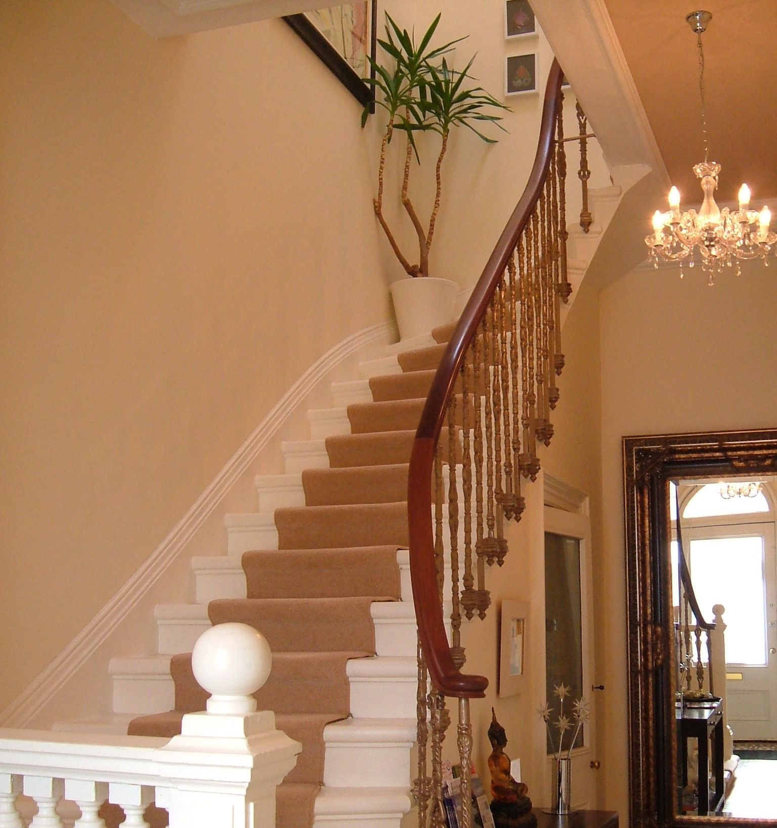 16 Elegant Traditional Staircase Designs That Will Amaze You: Victorian Staircase