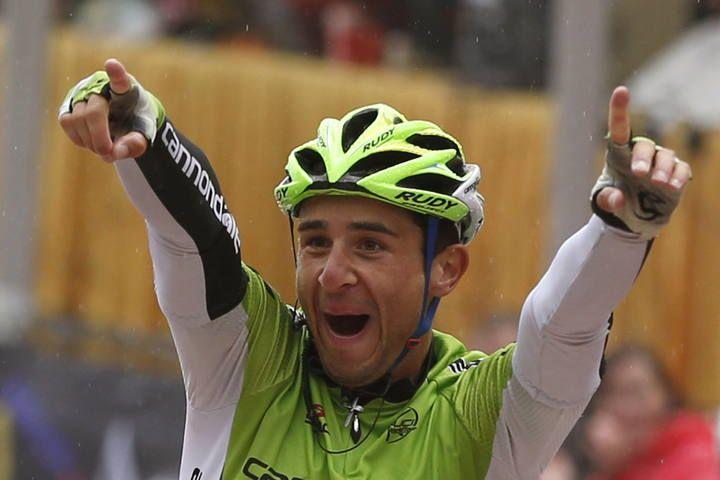 El ciclista italiano del equipo Cannondale, Daniele Ratto, celebra su victoria en la décimo cuarta etapa de la Vuelta Ciclista a España