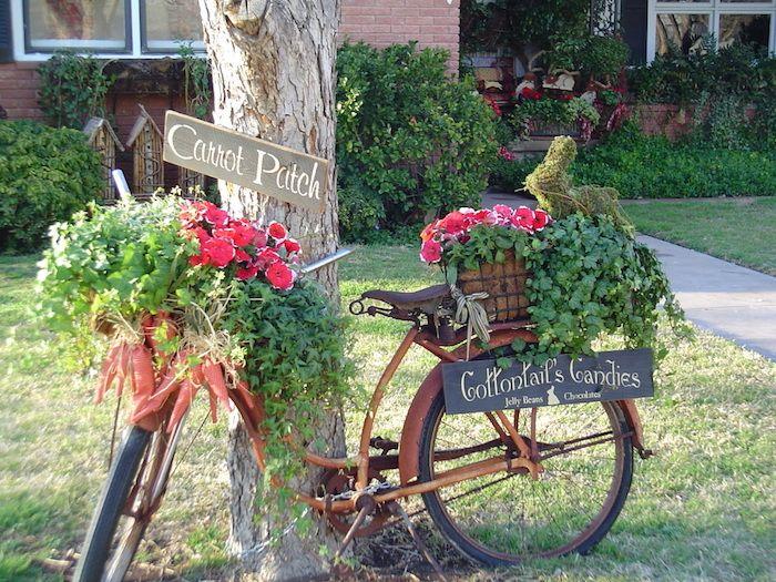 gartengestaltung ideen, diy deko aus altem fahrrad dekoriert mit