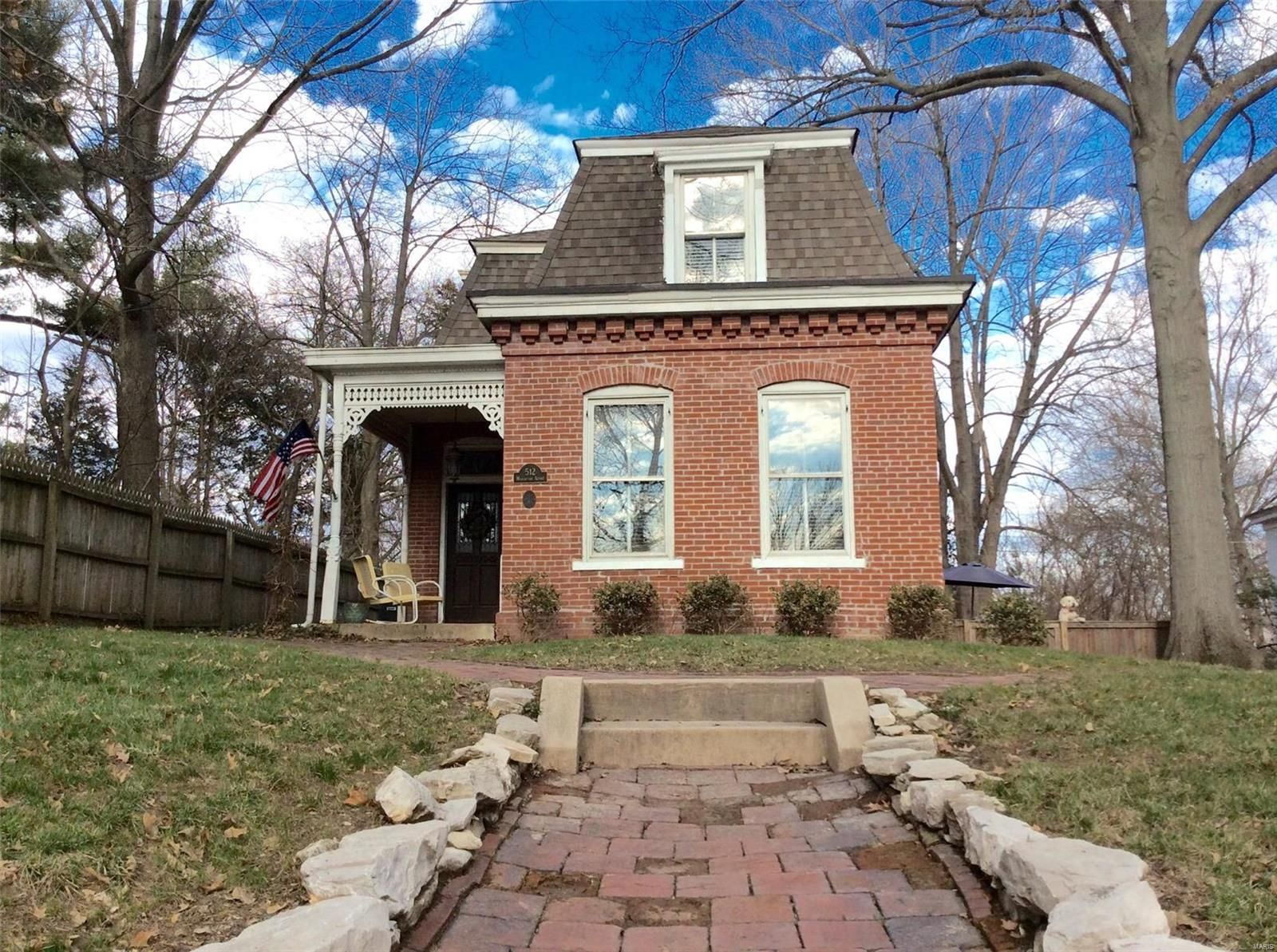 A Mansard Roofed Cottage That Is So Cute And Quaint Belleville Il 62220 Old Houses For Sale Cottage Belleville