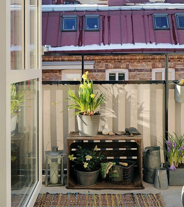 Balkonbespannung beige Metallgeländer Sichtschutz Sonnenschutz - markisen fur balkon design ideen