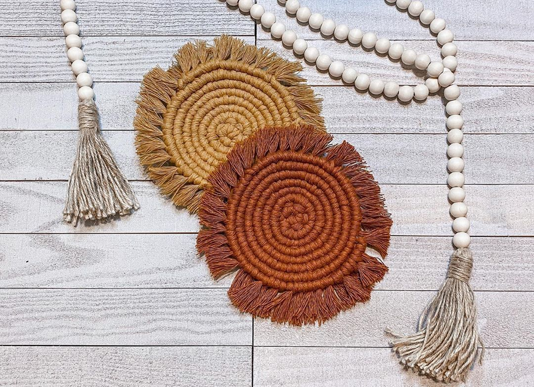 Love these coasters 🤍 They are available in a set of 2 or set of 4 and there are 6 color options! Link in the bio to my shop 🌿 • • • #LunaGraeDesigns #Macrame #MacrameProjects #Boho #BohoDecor #HomeDecor #DIY #HandCrafted #ShopSmallBusiness #SmallBusiness #EtsyShop
